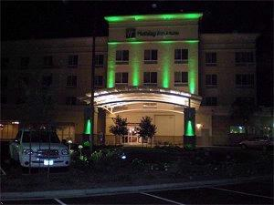 Holiday Inn & Suites Bakersfield 1 of 8