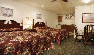 Kitchenette Motel Room With 2 Queen Size Bed 5 of 10