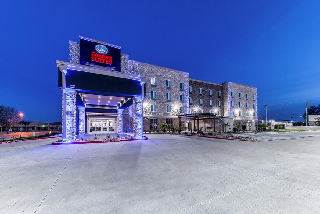 Comfort Suites Grand Prairie North 1 of 11
