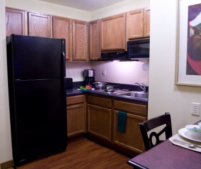 Fully Equipped Kitchen Area 8 of 9