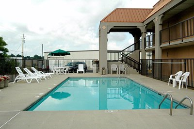 Outdoor Pool 4 of 5