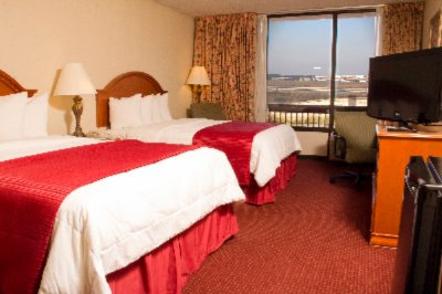Luxury Double Bed Airport View 3 of 12