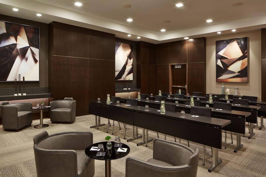 Modern Hennepin Room For Up To 50 People 13 of 14