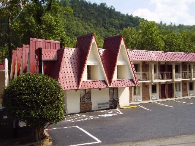 Motel 6 Gatlinburg Smoky Mountains 1 of 11