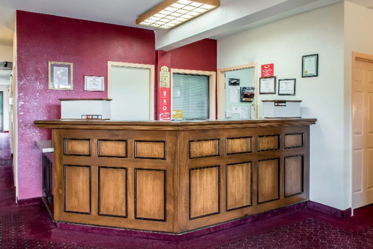 Econolodge Lobby Area 4 of 11