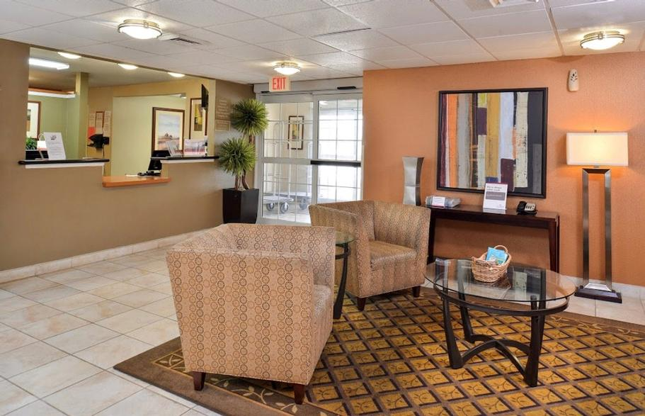 Lobby & Front Desk 4 of 17