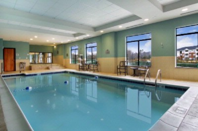 Indoor Heated Pool With Jacuzzi 3 of 11