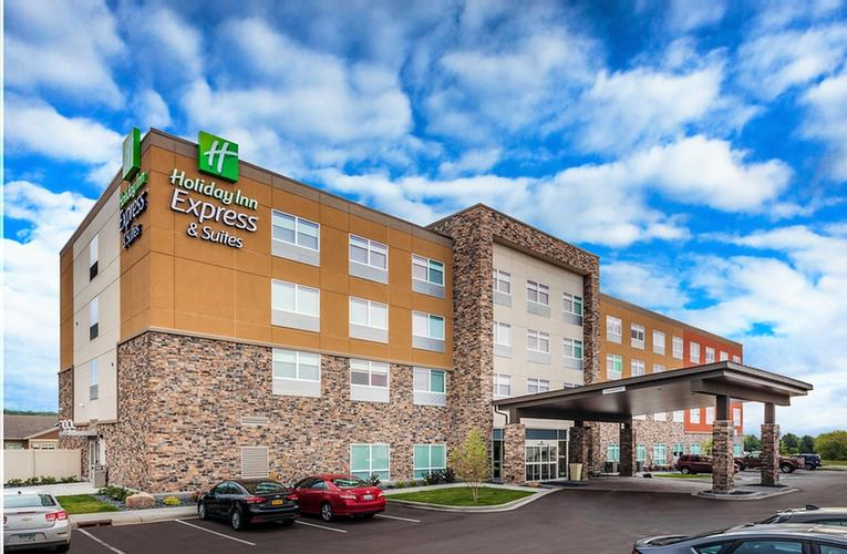 Holiday Inn Express & Suites of Rice Lake 1 of 18