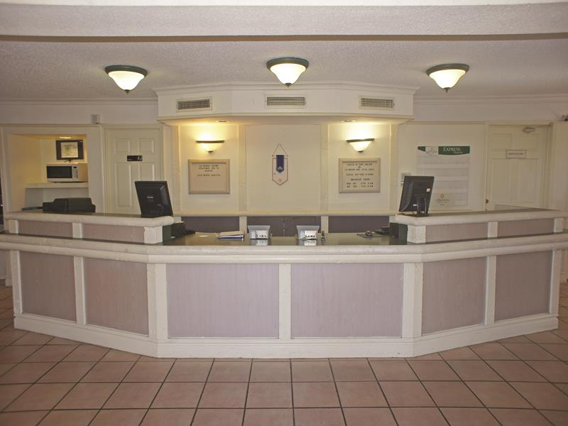 Front Desk 3 of 15