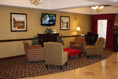 Lobby And Business Center 8 of 10