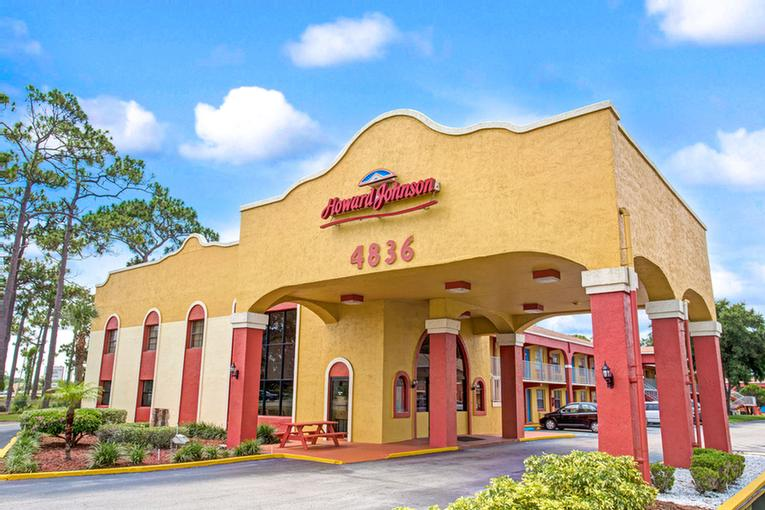 Howard Johnson by Wyndham Lake Front Park Kissimmee 1 of 9