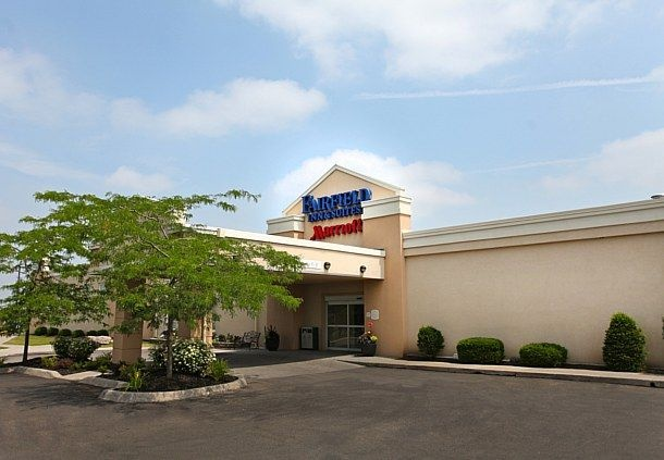 Fairfield Inn & Suites by Marriott 1 of 10