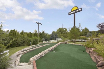 Miniature Golf 6 of 13