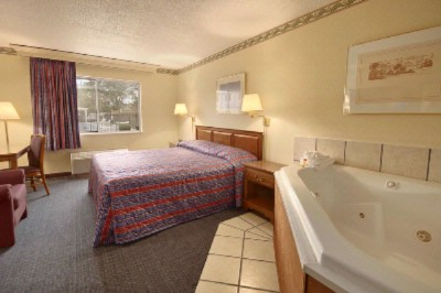 Jacuzzi Room 7 of 13