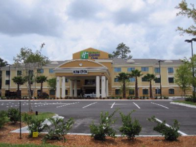 Holiday Inn Express & Suites Mayport / Atlantic Be 1 of 14
