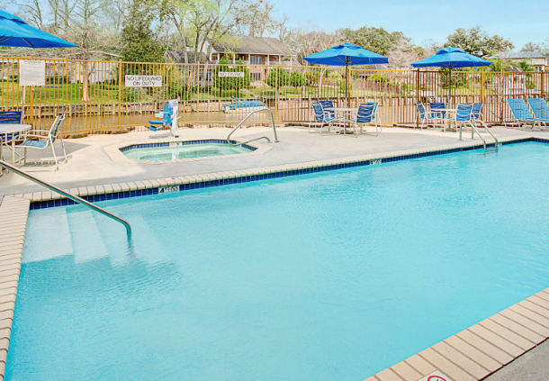 Outdoor Pool And Spa 19 of 21
