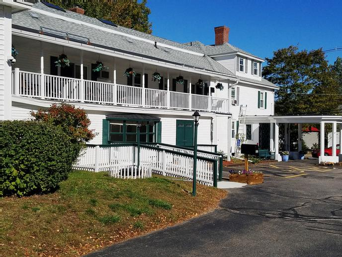 Main Inn Front View 2 of 18