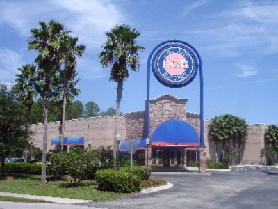 Dave & Buster\'s Restaurant 1 Block From Hotel 8 of 14
