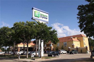 Holiday Inn Express & Suites Dfw North