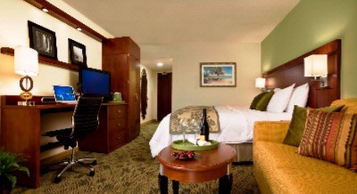 Our Deluxe Rooms Ensure A Great Stay In Palm Beach County 5 of 14