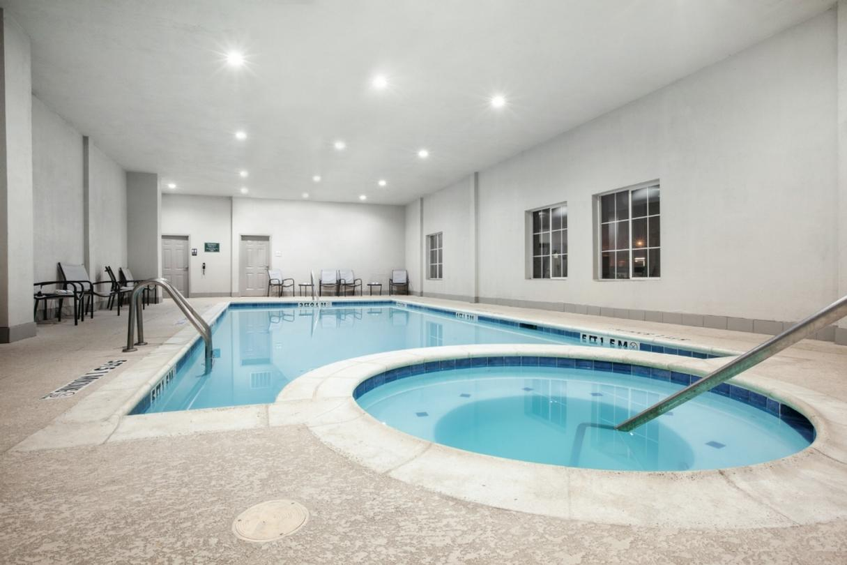 Indoor Pool 6 of 9