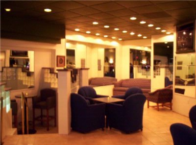 Lounge 13 of 27