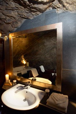 Superior Suite 601 - Bathroom In A Cave 7 of 15