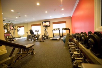24-Hr State-Of-The Art Nautilus Fitness Center 12 of 14