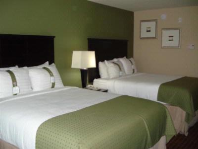 Standard Guestrooms 3 of 15