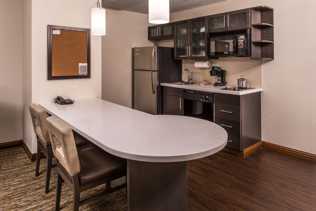 Kitchenette Candlewood Suites Topeka 9 of 13