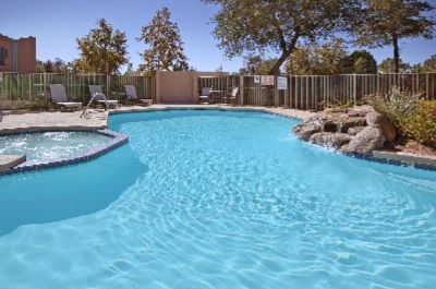 Outdoor Swimming Pool & Spa 9 of 16