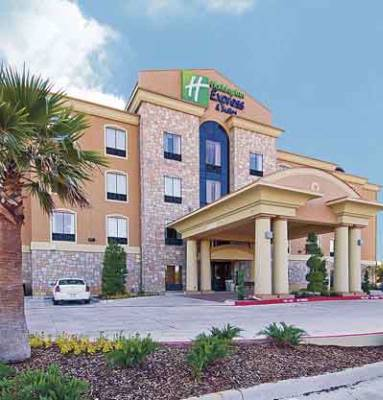 Holiday Inn Express & Suites Paris Texas 1 of 10