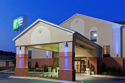 Hotel Exterior. Exit #141 Of I-59. 2 of 5