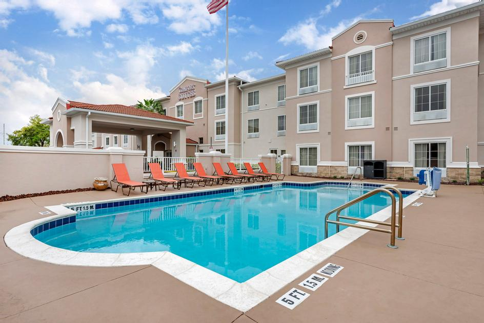 Comfort Suites Downtown Orlando Outdoor Pool 3 of 19