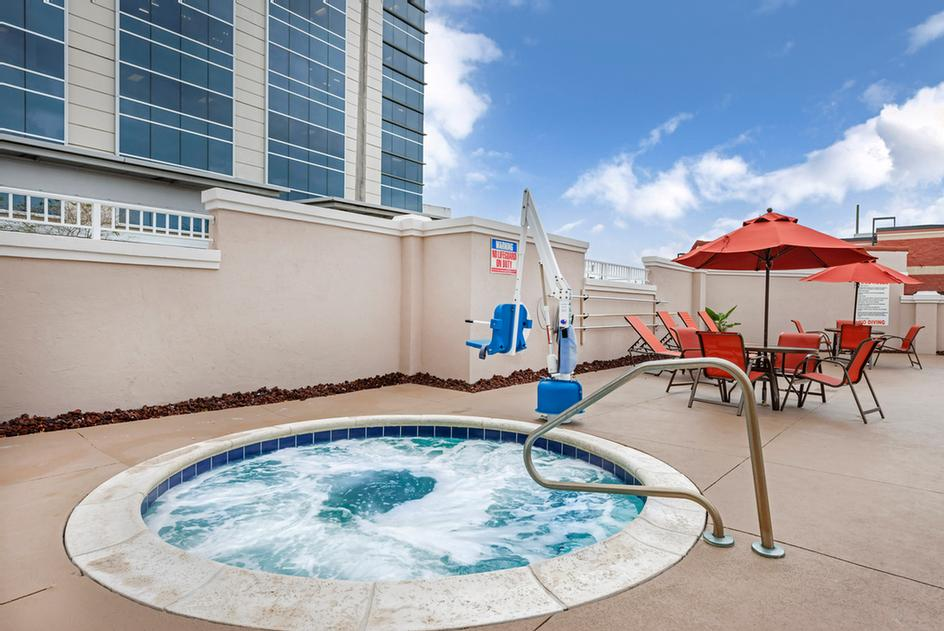 Comfort Suites Downtown Orlando Outdoor Jaccuzzi 5 of 19