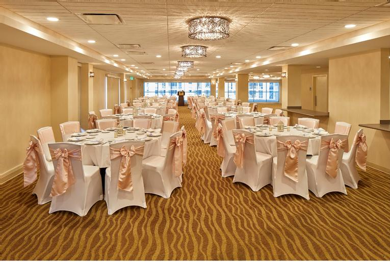 Pikake Ballroom At Doubletree By Hilton Alana 17 of 23