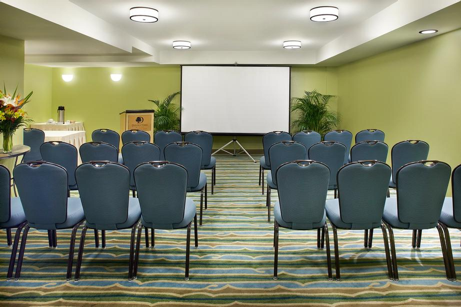Classroom Meetings At Doubletree By Hilton Alana 19 of 23