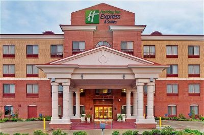 Holiday Inn Express 1 of 14