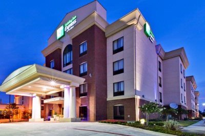 Holiday Inn Express & Suites Dfw West Hurst 1 of 21