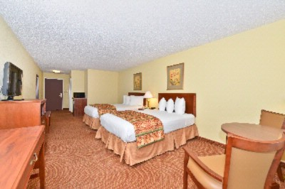 Enjoy Our Over-Sized Double Room Featuring A Microwave Refrigerator And Little Bit More Elbow Room! 9 of 18
