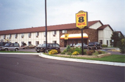 Super 8 Antigo Wi 1 of 5