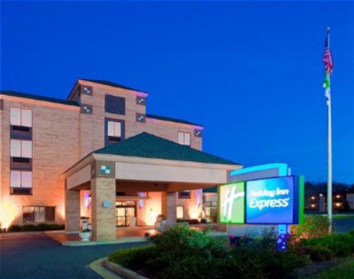 Holiday Inn Express Easton 1 of 9