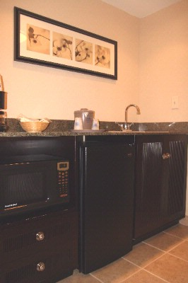 King Studio Suite -The Only Room Equipped With A Wet Bar Mini Frig And Microwave 12 of 16