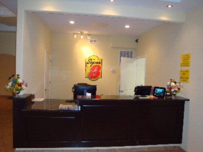 Front Desk 3 of 14