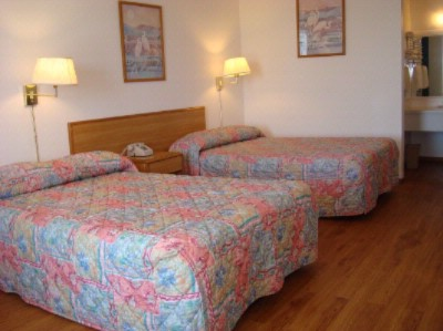 Double Room- Hardwood Floor 3 of 8