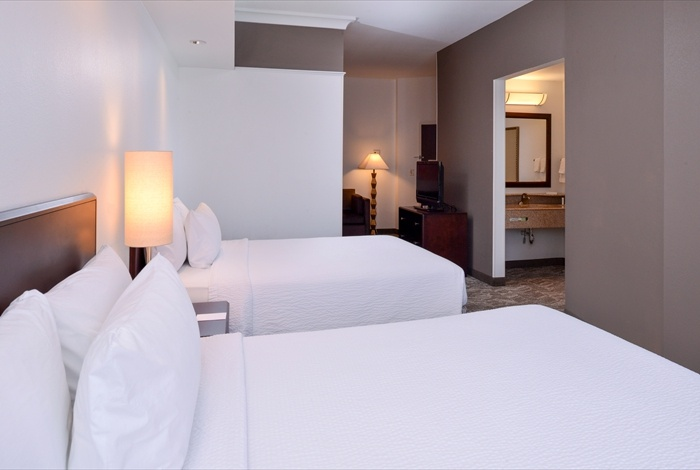 Designed For A Good Night\'s Sleep Our Suites With Two Queen Beds Include Luxurious Linens And Plenty Of Pillows. Our Suites Come With A Separate Living Area With Large Pull-Out Sofa Working Area To Finish The Tasks Of The Day And To Give You All Th 9 of 12