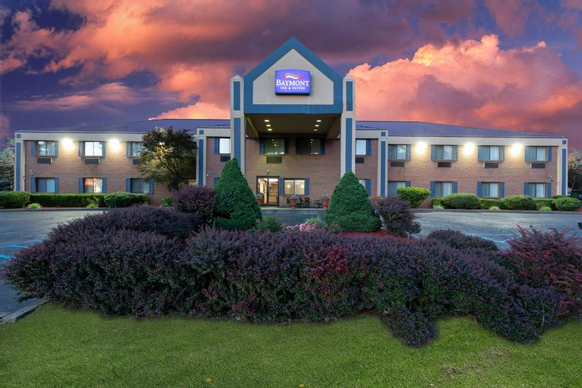Baymont Inn & Suites Harrodsburg 1 of 16