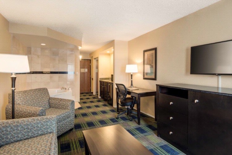 We Offer 25 Suites! 5 of 13