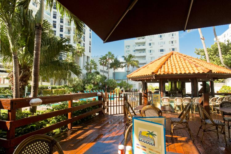 Lexington Hotel Miami Beach Outdoor Tiki Bar 7 of 30