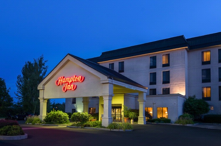 Hampton Inn Eugene 1 of 8